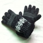 Knitted gloves with fleece
